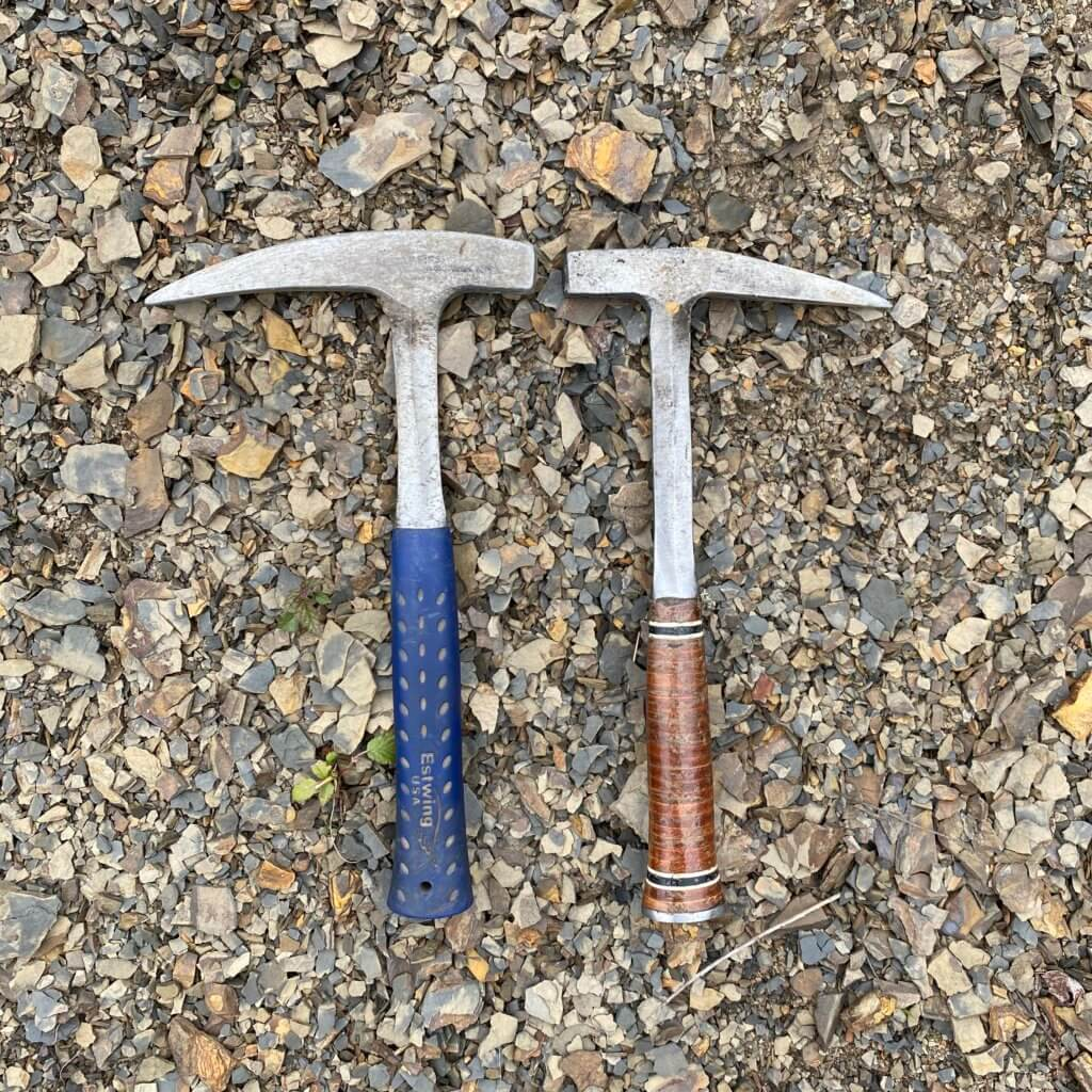 Estwing E3-22P 22 oz. and E13P 13 oz. side by side comparison of two fossil hammers.